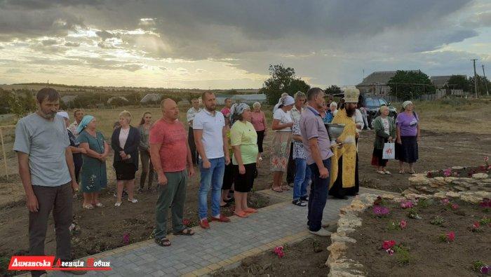 У Кінному на Лиманщині освятили придорожнього хреста.