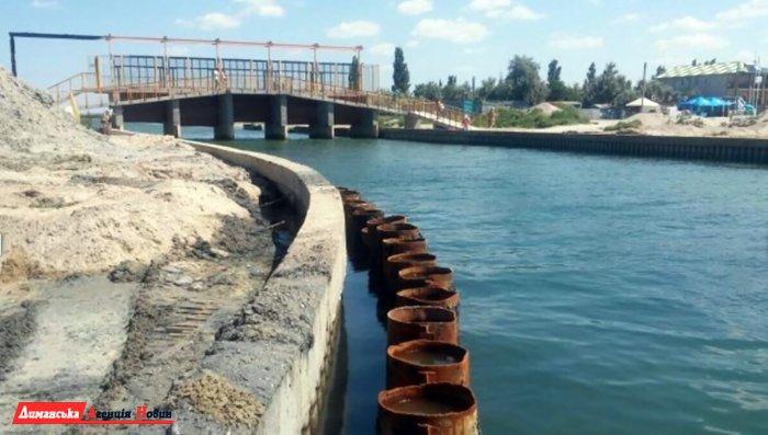 Будівельники зміцнюють з'єднувальний канал