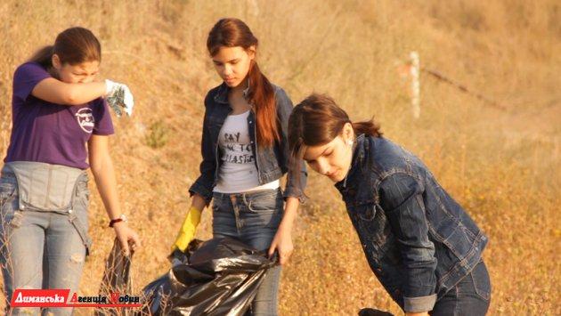 Юные модели из Южного вышли на субботник (фото)