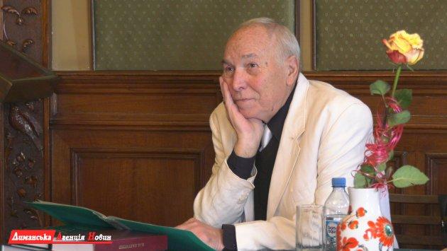 Николай Палтышев, народный учитель СССР, почетный доктор национальной Академии педагогических наук Украины.